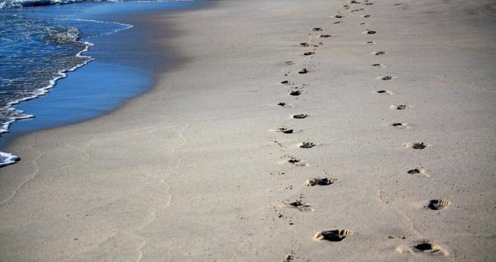 footprints-456732_960_720