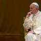 papa-francisco-sentado-mirando-hacia-lado